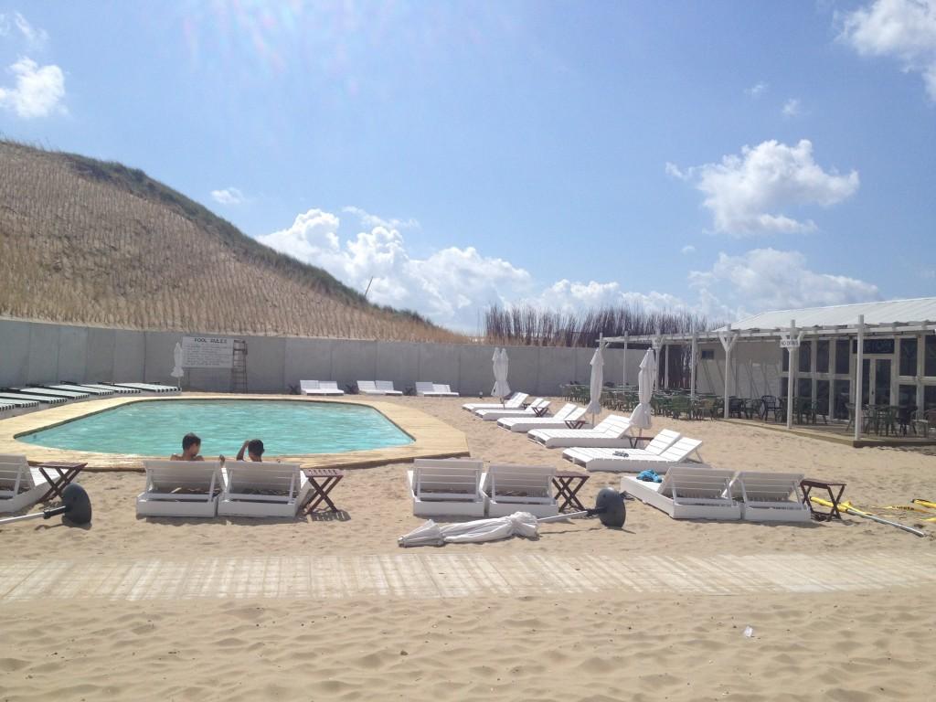 Zwembad van George no. 5 Zandvoort (foto: Caperleaves)
