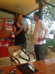 Kim met de chef-kok van Es Xarcu