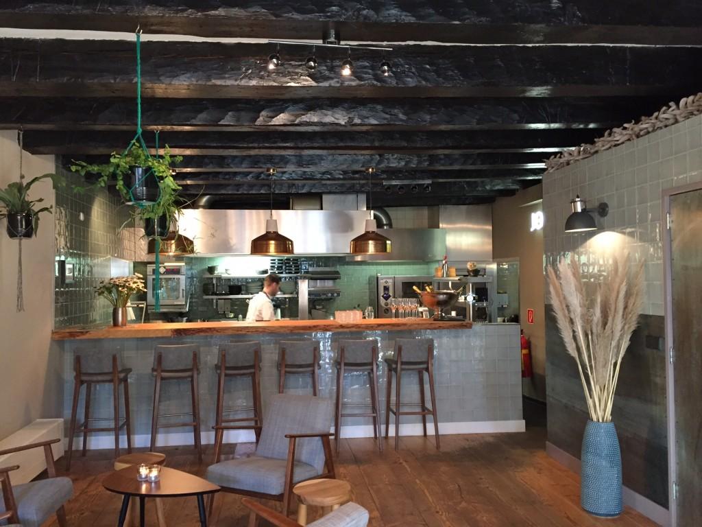 Bar en keuken John Dory  (foto's: Caperleaves)