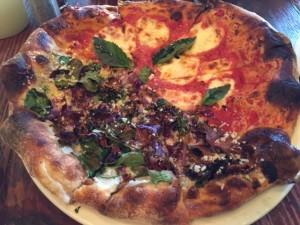 Pizza bij Stella Barra (foto's: Caperleaves)